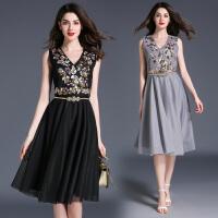 景甜范冰冰明星同款衣服女新款收腰无袖V领绣花中长款连衣裙
