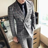新品18秋冬新款男士韩版修身格子西服套装潮流青年免烫双排扣三件