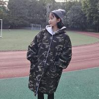 冬季女装韩版学院风宽松百搭迷彩风衣中长款连帽毛绒加厚外套学生