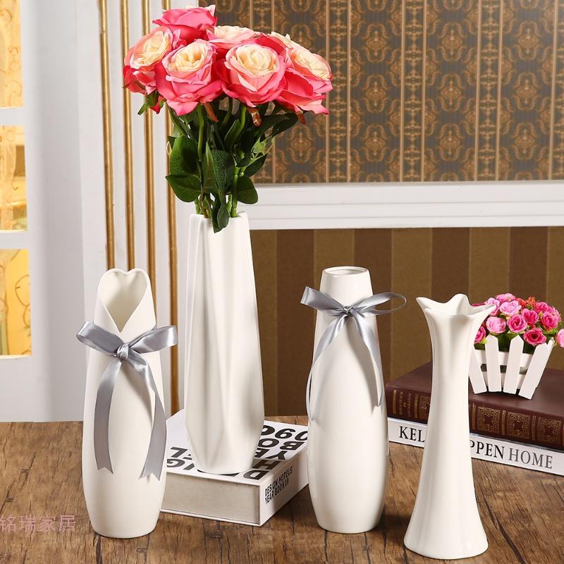 陶瓷花瓶白色现代简约日式可爱风格小号居饰时尚创意花器 发货周期:一般在付款后2-90天左右发货,具体发货时间请以与客服协商的时间为准