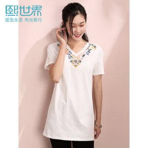 熙世界2019年春装新款中长款V领刺绣白色短袖几何绣花T恤女ST057