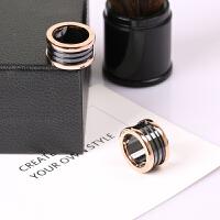 新款欧美黑陶瓷戒指男女情侣镀18k玫瑰金食指环戒子潮人钛钢饰品