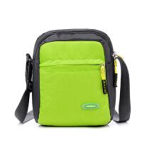 新款运动单肩斜挎休闲背包旅游韩版潮女包尼龙帆布男式小包包 绿色 竖款