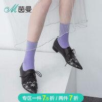 茵曼鞋子2018新款尖头刺绣摔纹潮鞋平跟ins超火绑带鞋4883012016B