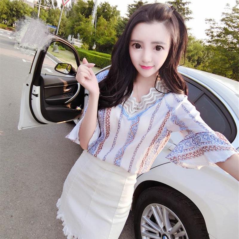 上衣配裙子套装 2018夏季韩版气质V领复古印花雪纺衫显瘦半身裙潮 发货周期:一般在付款后2-90天左右发货,具体发货时间请以与客服协商的时间为准