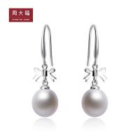 周大福 蝴蝶结925银镶珍珠耳环AQ32607>>定价