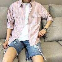 男士衬衫2018新款夏季港风条纹上衣服青少年韩版宽松半袖男装衬衣
