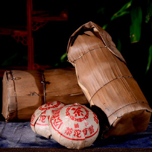 两条8个一起拍【15年陈期老熟茶】2002年云南普洱茶中茶甲级沱茶熟茶250克/个 d1