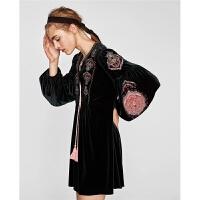 秋冬新款套头灯笼袖宽松显瘦系带刺绣天鹅绒连衣裙女
