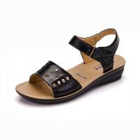 新款妈妈凉鞋真皮软底中老年夏季平底鞋中年女鞋平跟防滑老人凉拖鞋子