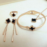 韩国18K玫瑰金彩金四叶草项链套装女简约锁骨链钛钢饰品吊坠
