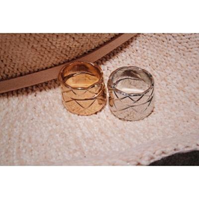 宽版切割花纹菱格18K玫瑰金镀金情侣戒指 银色宽版 美码6号 发货周期:一般在付款后2-90天左右发货,具体发货时间请以与客服协商的时间为准