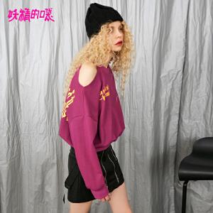 【2件3折到手价:105】妖精的口袋嘻哈少女上衣秋季新款个性紫色套头露肩卫衣女