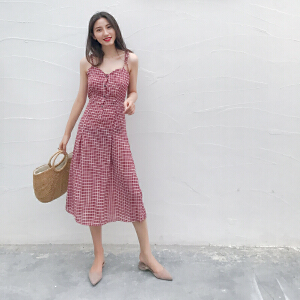 哆哆何伊2018夏装新款单排扣年代感复古格子度假裙中长款修身吊带连衣裙女