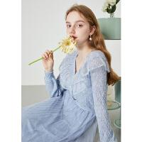 秋水伊人2021年春新品女装时尚蕾丝拼接长袖短款单排扣针织衫女