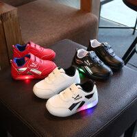 新款男童鞋小白鞋女童运动鞋休闲儿童带灯光板鞋宝宝单鞋