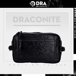 DRACONITE黑色菱格潮牌斜挎包男复古字母压花防水单肩包潮13217A