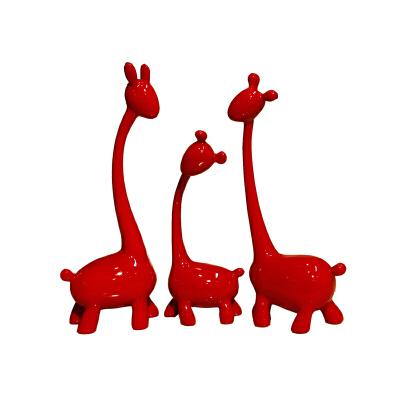 现代红色长颈鹿摆件创意结婚装饰品树脂电视柜摆设新婚礼物