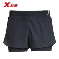 特步女子短裤时尚休闲轻便简约女子跑步运动短裤983228240036