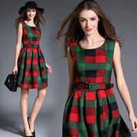 打底连衣裙秋冬新款A型韩版气质显瘦棉麻格子修身中长款背心裙潮