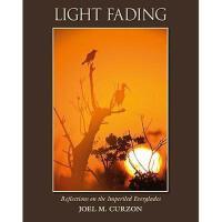 【预订】Light Fading: Reflections on the Imperiled