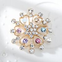 水钻胸针女士西服胸花水晶别针饰品时装配饰情人节礼物 多心形彩色 颜色随机