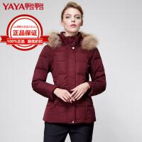 鸭鸭(YAYA)2018冬季新款中老年大毛领带帽修身加厚羽绒服女中长款女装B-2453