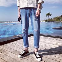 男士牛仔裤2018港风春夏季新款乞丐破洞潮男小脚裤九分休闲裤子男