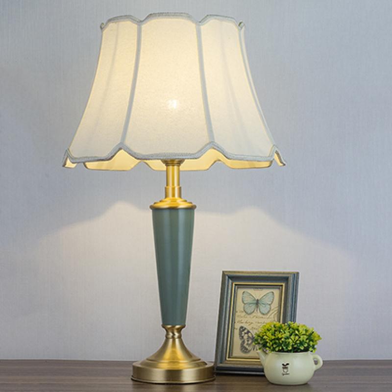 美式台灯现代简约陶瓷全铜可调光温馨家用客厅北欧卧室欧式床头灯 40xH65CM 八角罩 送LED光源 发货周期:一般在付款后2-90天左右发货,具体发货时间请以与客服协商的时间为准