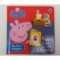 热播动画 英文Peppa Goes to the Library 纸板书 粉红猪小妹
