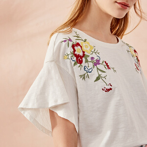 熙世界宽松喇叭袖短袖刺绣T恤女2018年春夏装新款绣花上衣ST018