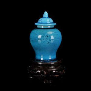 孔雀蓝釉暗刻花卉纹文房小将军盖罐