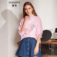 海贝2018春季新款女装 方领长袖字母印花前短后长不规则纯棉衬衫