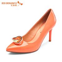 红蜻蜓新款牛漆皮艺术饰扣尖头细高跟单鞋女