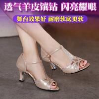 中跟新款舞蹈鞋软底广场舞女鞋跳舞凉鞋夏季拉丁舞鞋女式