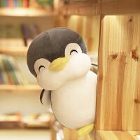 毛绒玩具企鹅抱着睡觉抱枕公仔布娃娃可爱女孩送女友搞怪