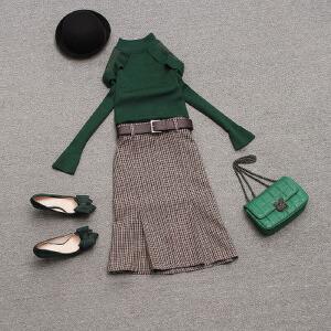 哆哆何伊2019春装新款女装气质显瘦两件套针织衫配格子半身裙女神范套装