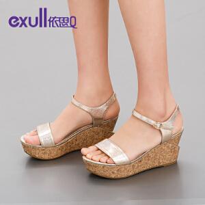 依思q夏新款凉鞋女休闲亮面露趾搭扣坡跟高跟女鞋