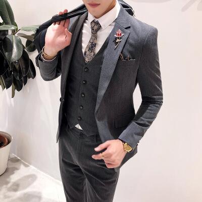 休闲青年英伦风西装修身男士西服套装三件套韩版结婚新郎礼服帅气 发货周期:一般在付款后2-90天左右发货,具体发货时间请以与客服协商的时间为准