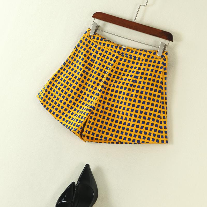时尚女装夏装 韩版经典小格子后中拉链短裤休闲裤女 发货周期:一般在付款后2-90天左右发货,具体发货时间请以与客服协商的时间为准