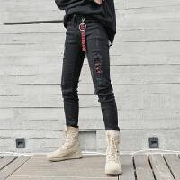 高街破洞圆环牛仔裤男修身小脚铅笔裤青少年字母织带黑色长裤