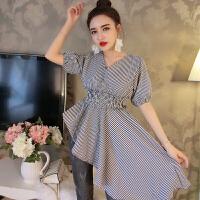 2018夏季新款韩版气质收腰显身材V领不规则格子中袖泡泡袖上衣女 均码