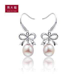 周大福 珍珠浪漫蝴蝶结925银耳环定价AQ32608>>定价