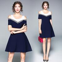 气质减龄时尚蓝白撞色海军风漏肩收腰修身连衣裙显瘦