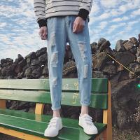 春夏季日系水洗磨白破洞九分牛仔男裤显瘦小脚裤子潮男牛仔裤