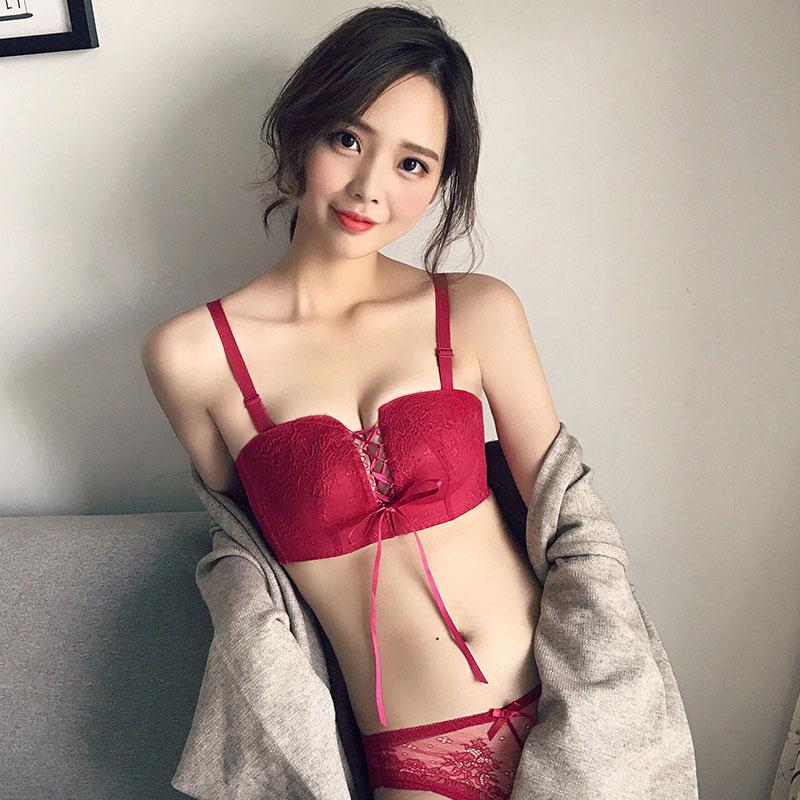 本命年内衣套装女聚拢性感细带蕾丝酒红色小胸罩无钢圈四角杯文胸 发货周期:一般在付款后2-90天左右发货,具体发货时间请以与客服协商的时间为准