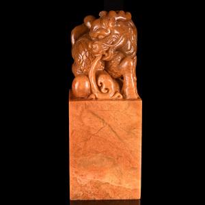 《麒麟背书正方章》天然寿山石全手工精雕