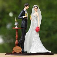 欧式结婚礼品刻字定制家居摆件新婚人物举杯庆祝树脂工艺