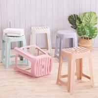 【下单立减50元】门扉 凳子 塑料家用加厚成人塑胶板凳创意时尚方凳餐桌高凳简约条纹胶凳